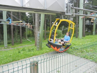 Ride in a gondola for 2 people through the forest