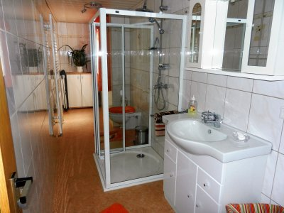 Ground-level shower with towel radiator