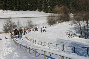 Families with children at the ski lift Arnsberg