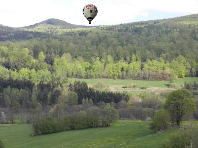 Hot air balloon went down to the mountain torrent sense
