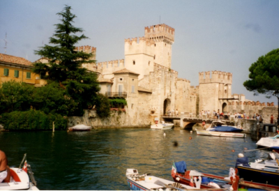 Burg in Sirmione am Gardasee mit Zugbrücke