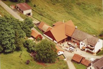 Das Anwesen Auersberg 7 bei Otto Karl und Heidrun Huefner in Wildflecken