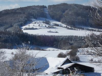 Slalomhang am Kümmelhof mit Kiosk und Bergwachtstation